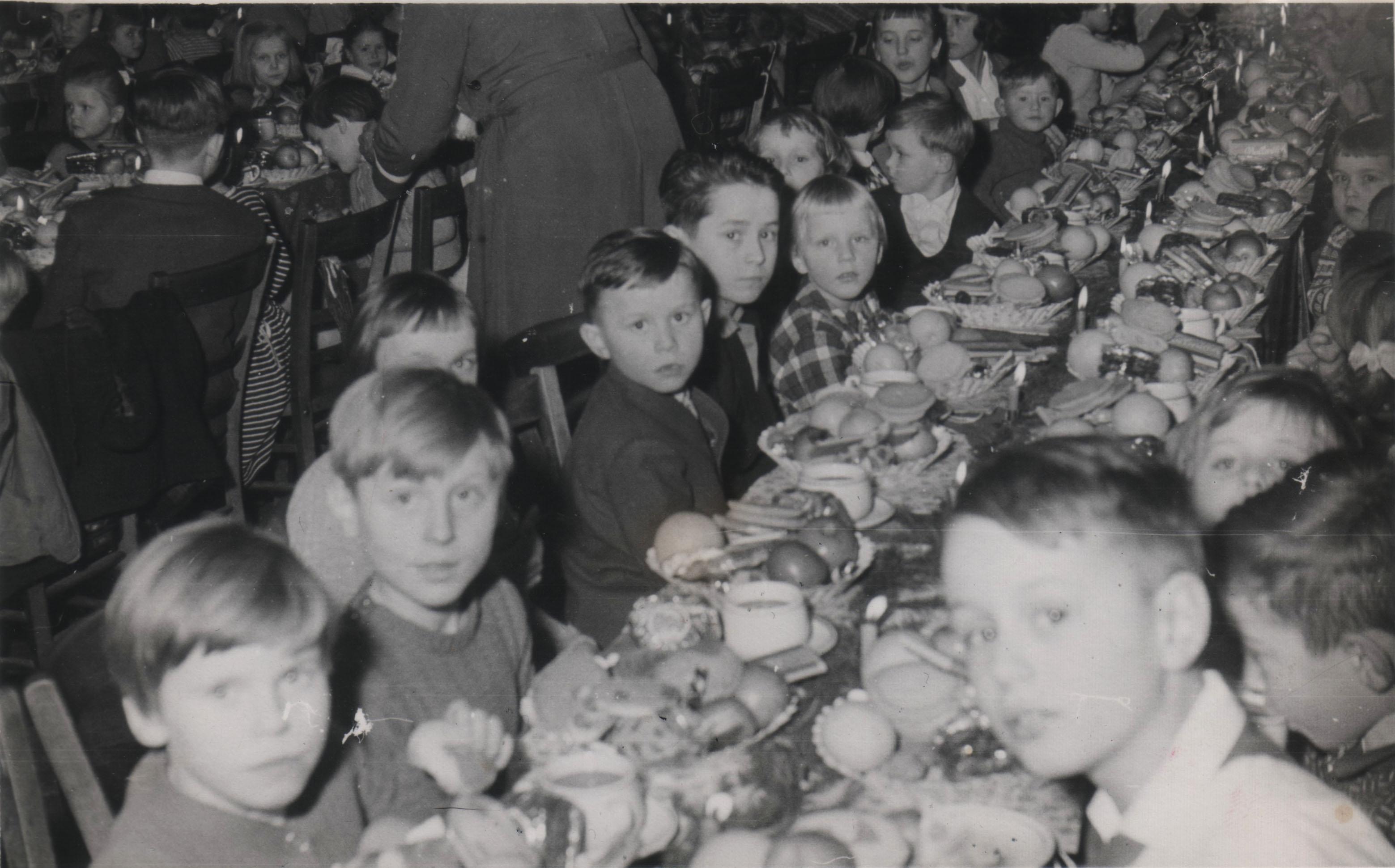 Betriebskinderweihnachtsfeier_Mitte1950iger
