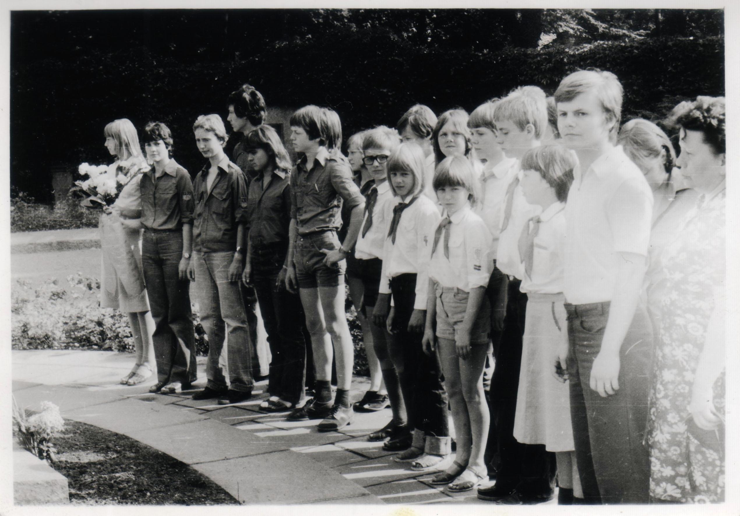 FreundschaftsmarschKranzniederlegungBerlin_07-1981
