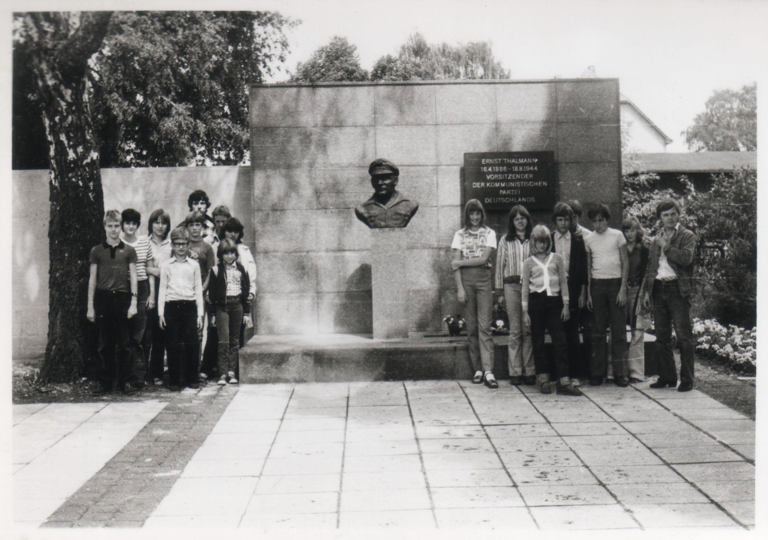 Freundschaftsmarsch_GedenkstätteZiegenhals_1981